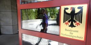 TÜRSCHLAPPISverfassungsschutz_imago_sepp_spiegl