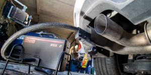 Abgasuntersuchung bei VW-Dieselfahrzeug