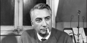 Portrait de l ecrivain et linguiste francais Roland Barthes 1915 1980 chez lui en 1970 Paris Pho