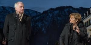 Seehofer fordert Merkel zu Wende in der Flüchtlingspolitik auf