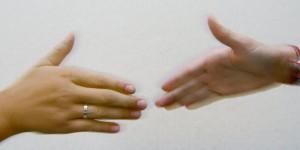 Hände vor dem Handschlag